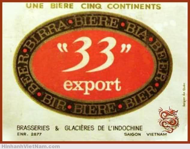 """pano quang cao sai gon xua (10) B.Quảng cáo Bia 33 của hãng BGI Sở dĩ có cái tên """"Bia 33"""" vì dung tích chai đựng bia là 33 centilitres, một cách đặt tên khá thú vị và thiết thực của BGI. Sau khi Sài Gòn đổi tên, chính quyền tịch thu tài sản của chủ Pháp và Nhà máy bia Chợ Lớn trở thành Bia Sài Gòn và Usine Belgique cũng đổi thành Chương Dương, nhưng vẫn là các nhà máy sản xuất nuớc giải khát."""