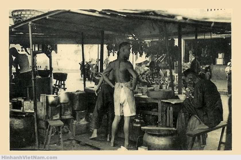 Một hàng quán tạm bợ những năm 20 thế kỷ trước