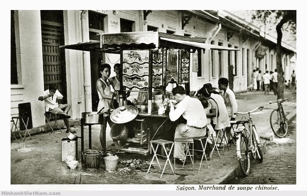 Công chức Sài Gòn thời đó rất thích các tiệm mì của người Hoa