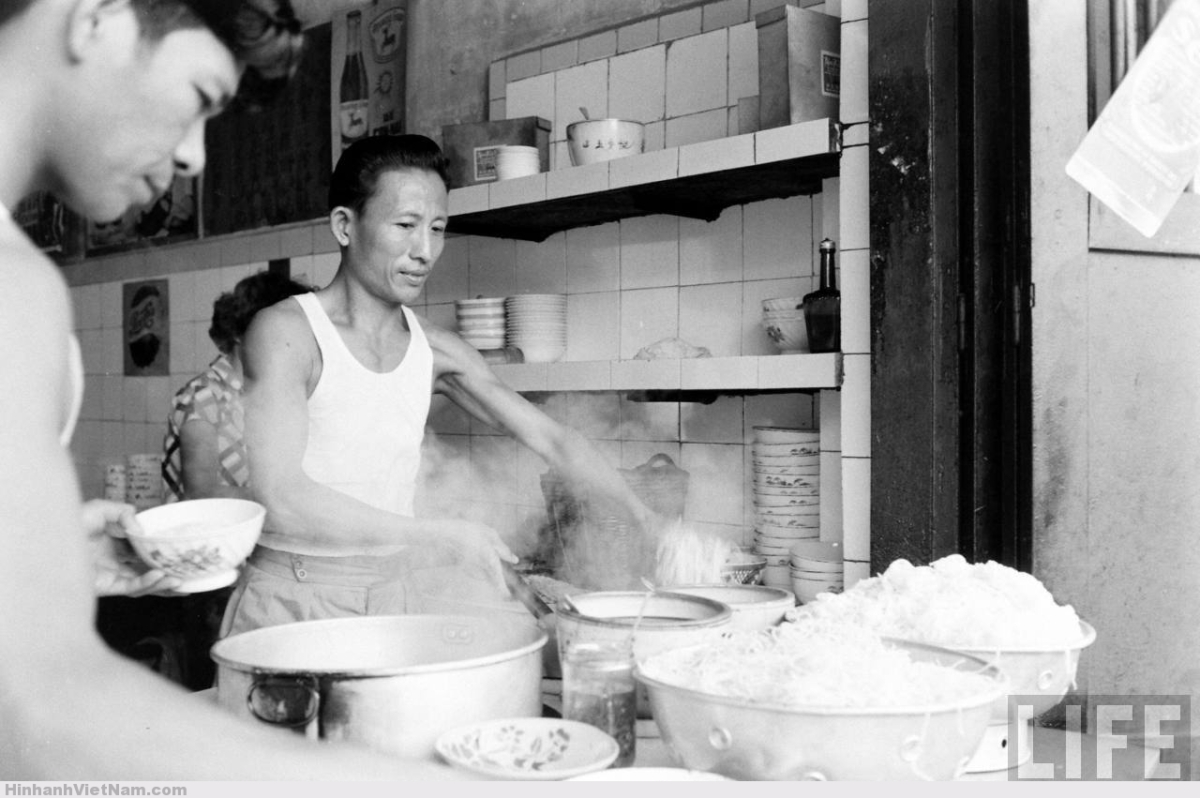 Các món mì và hủ tiếu của người Hoa là một phần quan trọng trong đời sống ẩm thực Sài Gòn