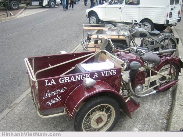 Vài xe Triporteur Peugeot được tân trang và trưng bày trong các lể hội